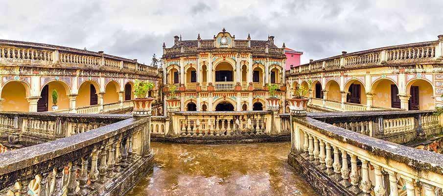 bac-ha-royal-hmong-palace