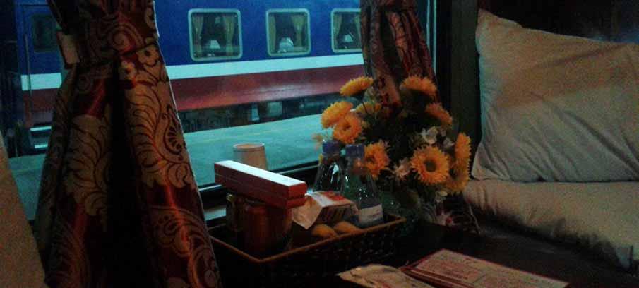 vietnam-transport-tourist-train