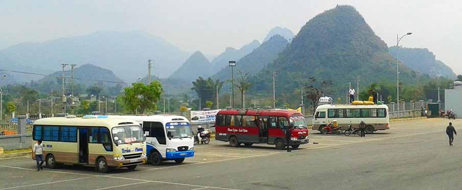 vietnam-traveling-bus