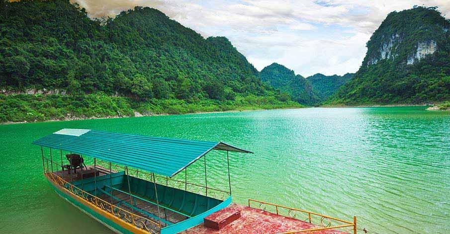 cao-bang-thang-hen-lake-vietnam