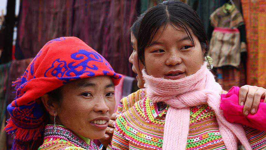 vietnam-bac-ha-market-hmong