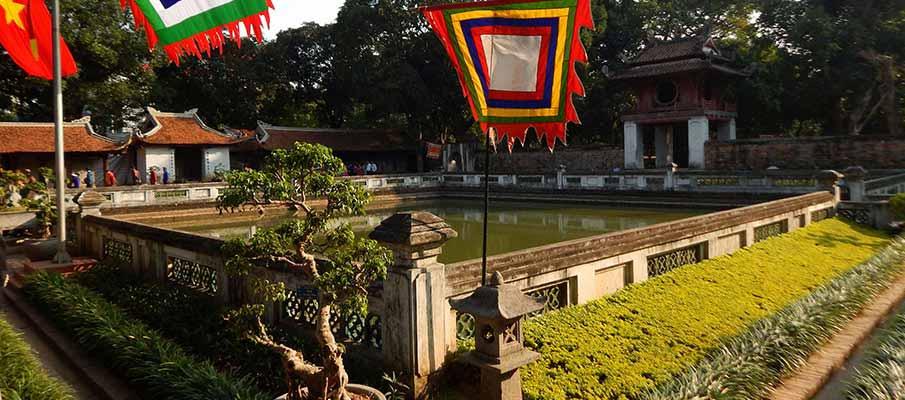 vietnam-hanoi-temple-literature2