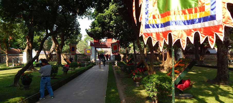 vietnam-hanoi-temple-literature3