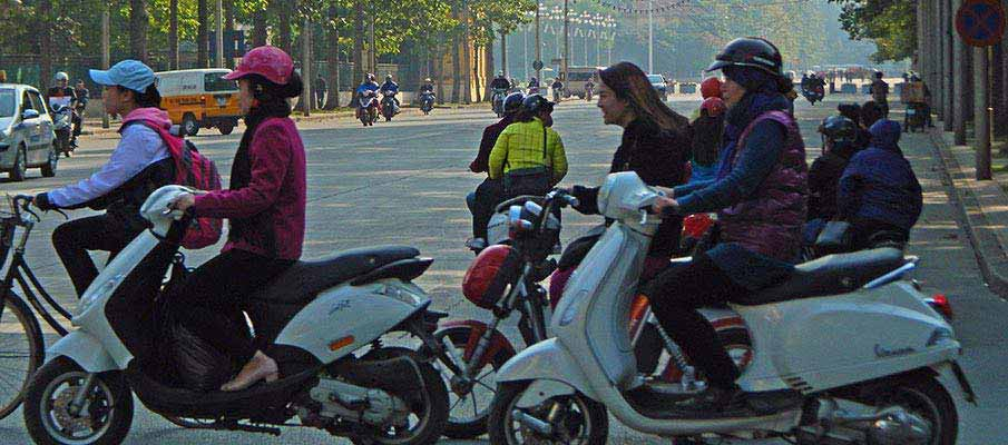 hanoi-motorbikes-vietnam