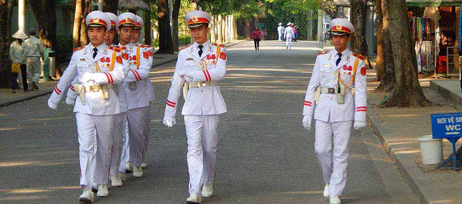 vietnam-ho-chi-minh-mausoleum-guard