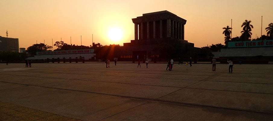 vietnam-ho-chi-minh-mausoleum1