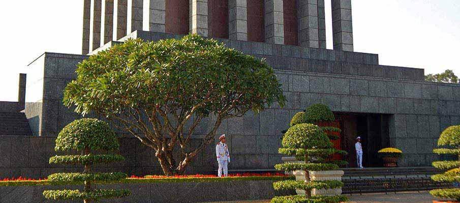 vietnam-ho-chi-minh-mausoleum6