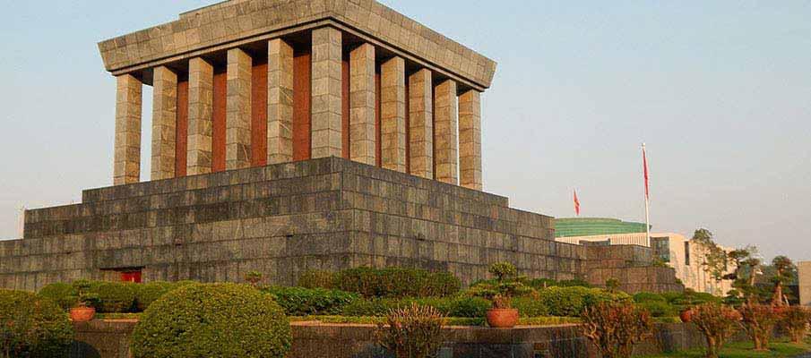 vietnam-ho-chi-minh-mausoleum7