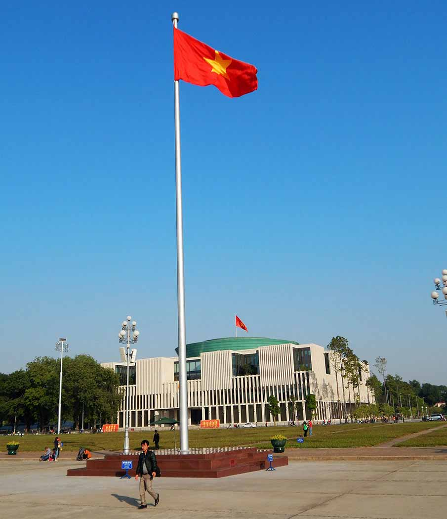 vietnam-flag-mausoleum