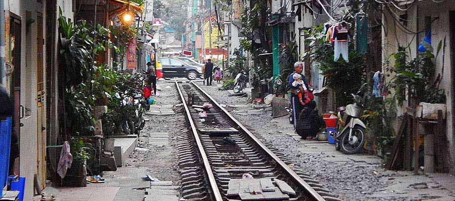 vietnam-hanoi-railway