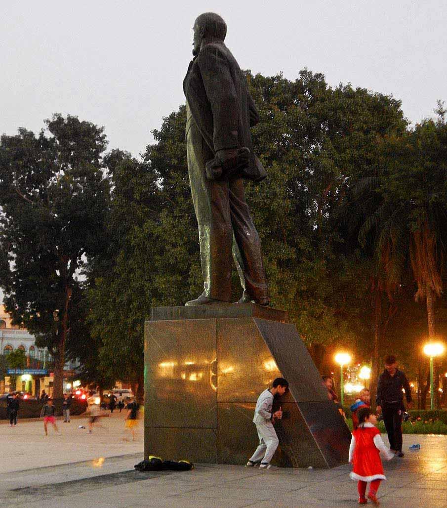 vietnam-lenin-park-hanoi5