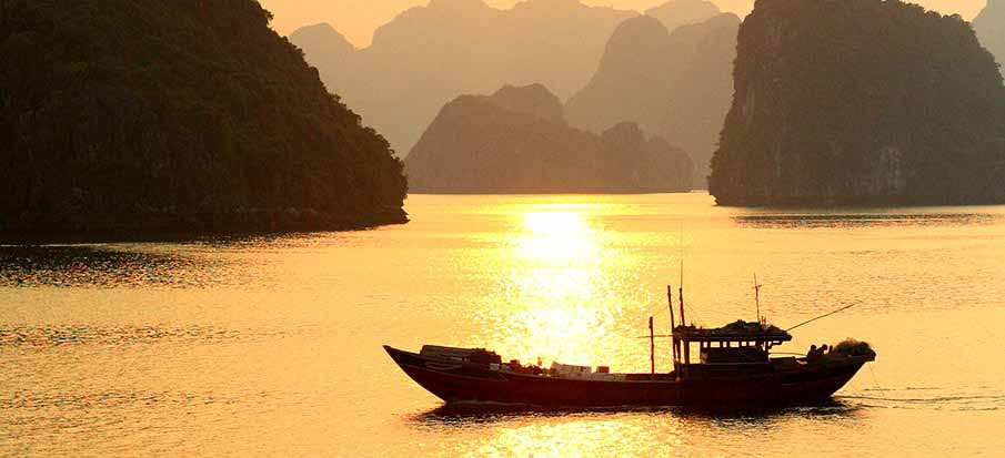 boat-ha-long-bay-vietnam