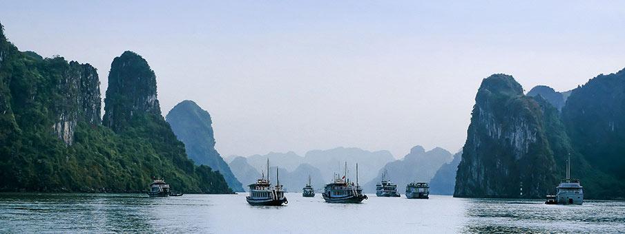 tourist-boats-ha-long-bay-vietnam