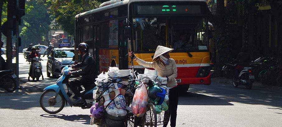bus-hanoi-vietnam