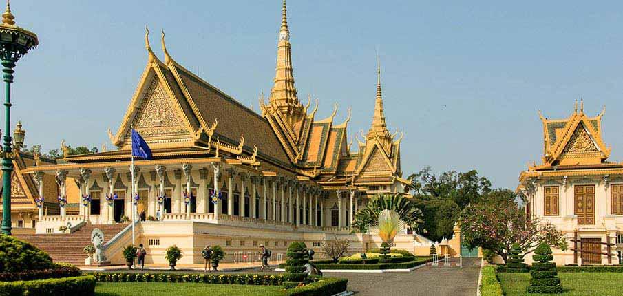 phnom-penh-cambodia-royal-palace1
