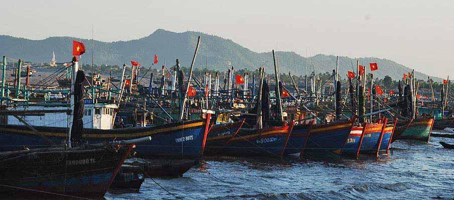thanh-hoa-vietnam-boat