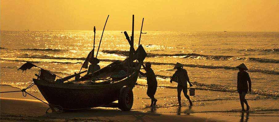 thanh-hoa-vietnam-fishermen