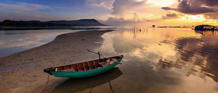 phu-quoc-island-boat-vietnam