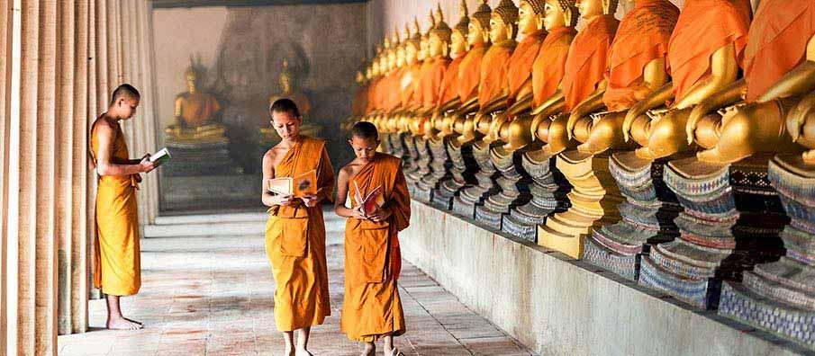 buddhist-monks-ayutthaya-thailand