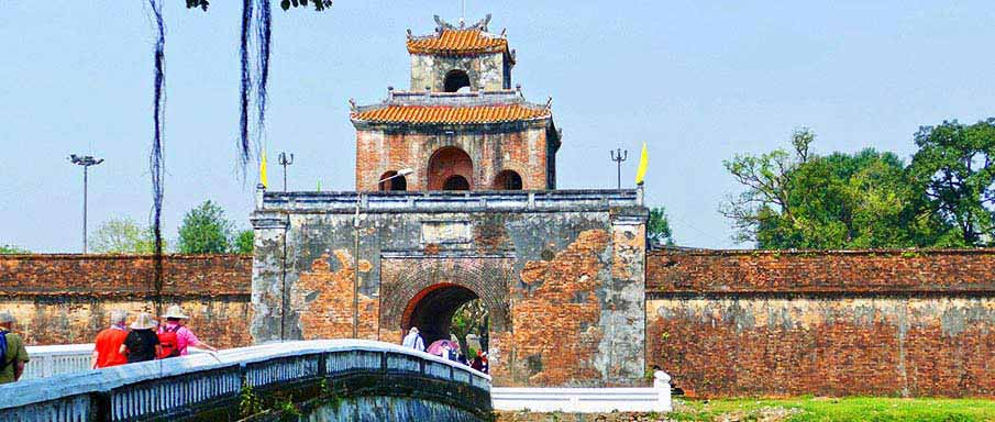 entrance-royal-palace-hue-vietnam