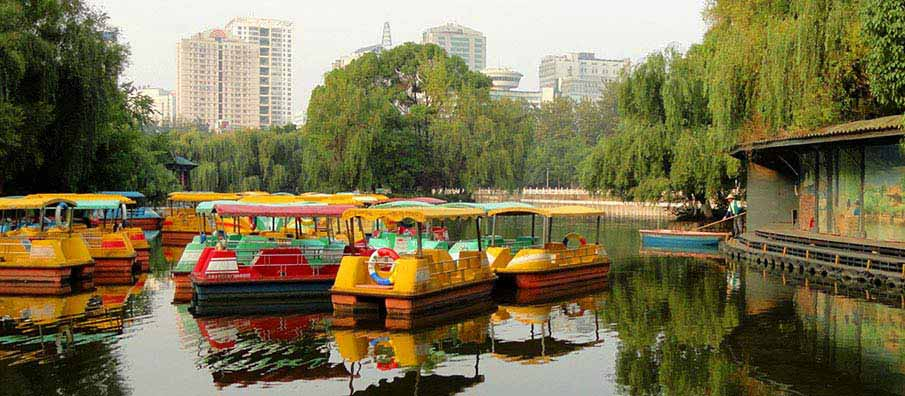 green-lake-park-kunming-china