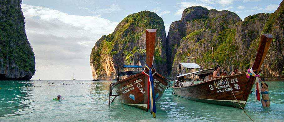 koh-phi-phi-boats-thailand1
