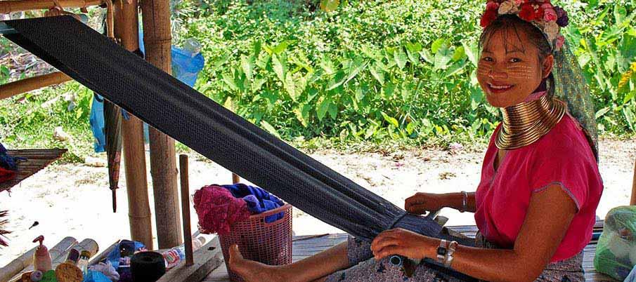 long-kneck-hilltribe-village-thailand