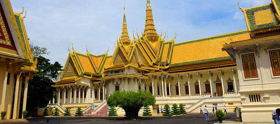 phnom-penh-royal-palace-cambodia