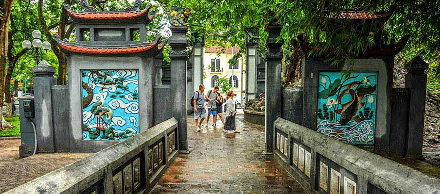 vietnam-hanoi-temple-literature