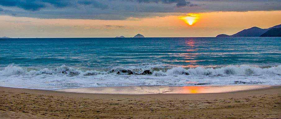 nha-trang-beach-sunset-vietnam