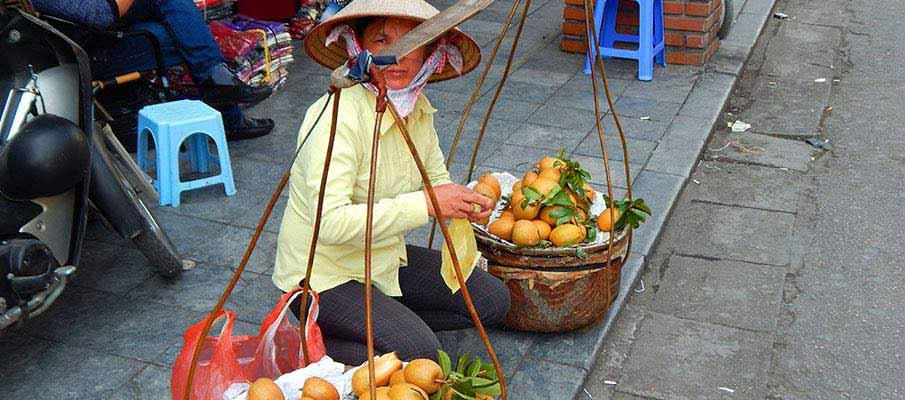 street-hanoi-vietnam