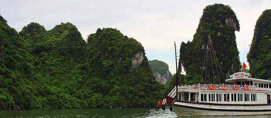 cat-ba-ha-long-vietnam-boat