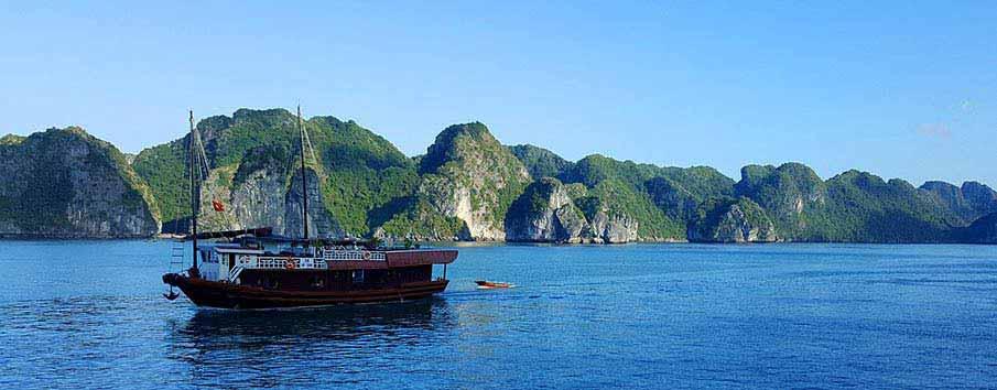 cat-ba-ha-long-vietnam-boat1