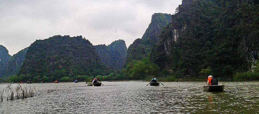 boats-ninh-binh-tam-coc-vietnam
