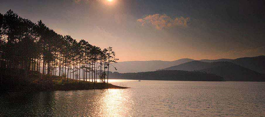 dalat-lake-sunset-vietnam