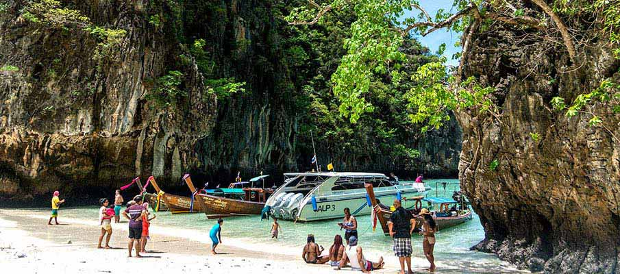koh-phi-phi-boats-thailand