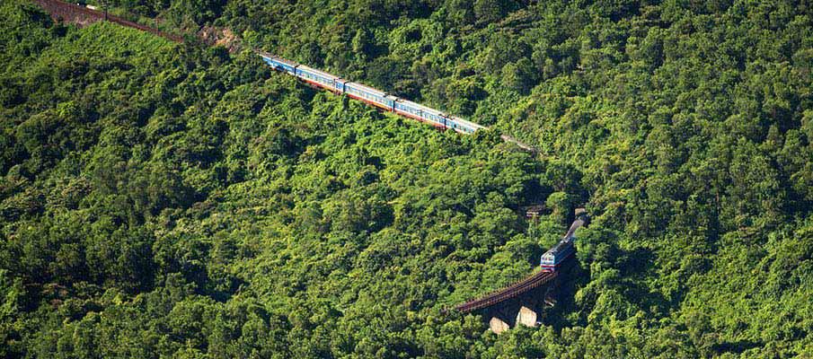 train-hanoi-hue-vietnam