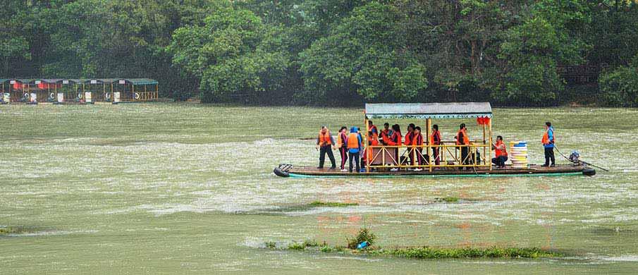 ban-gioc-waterfalls-boat
