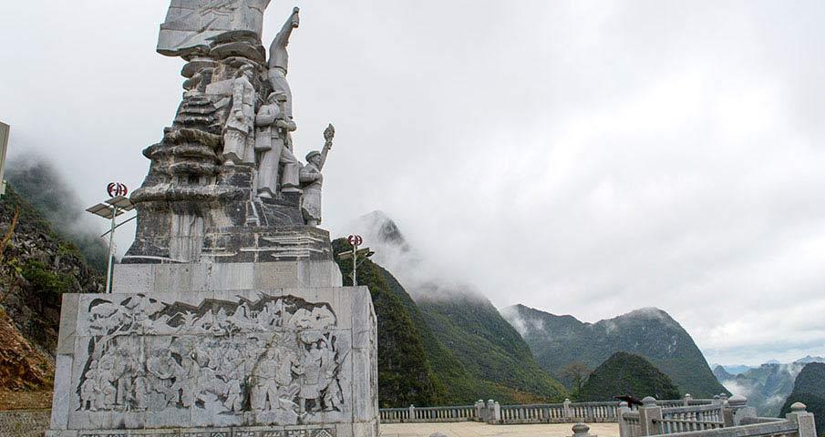 ma-pi-leng-pass-monument