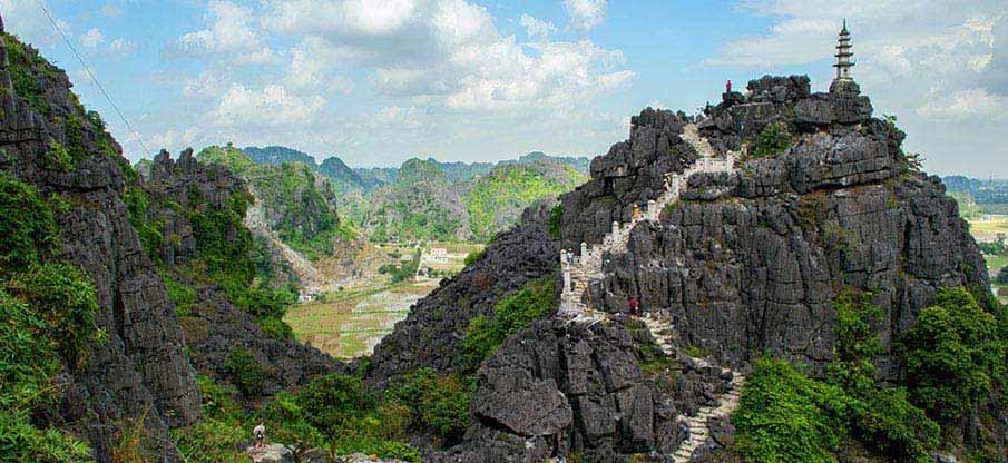 ninh-binh-vietnam-hang-mua-caves