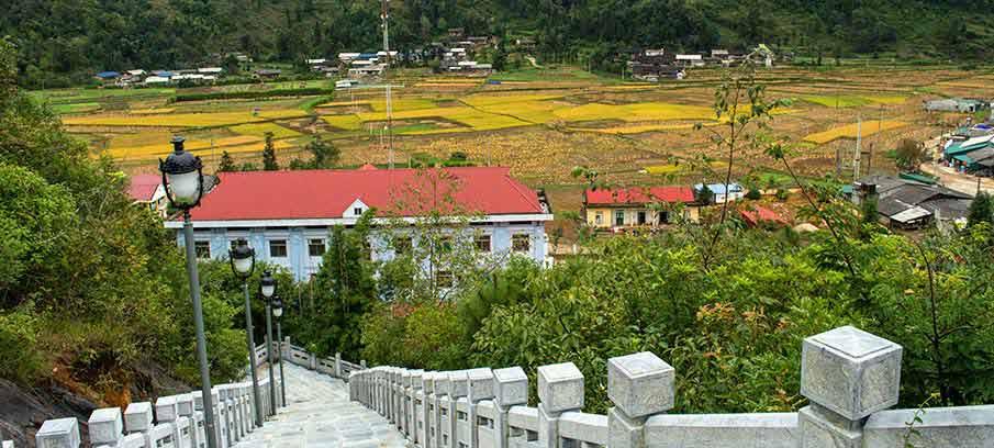 lung-cu-flag-tower-village2