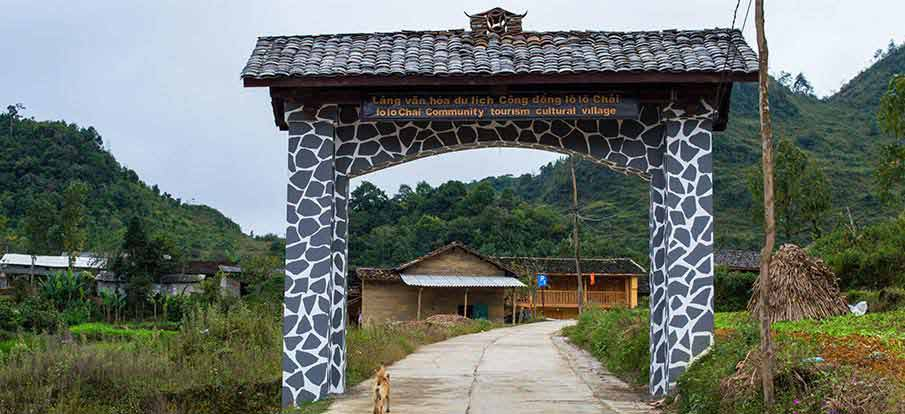 lung-cu-lo-lo-chai-village