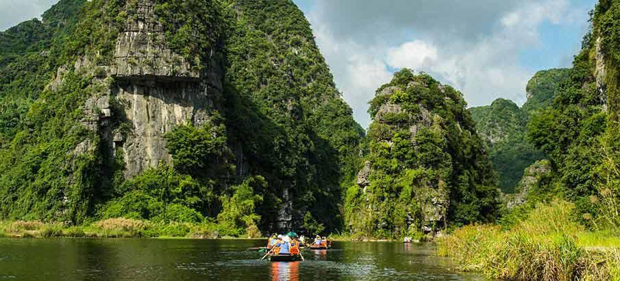 trang-an-landscape-complex-boats2