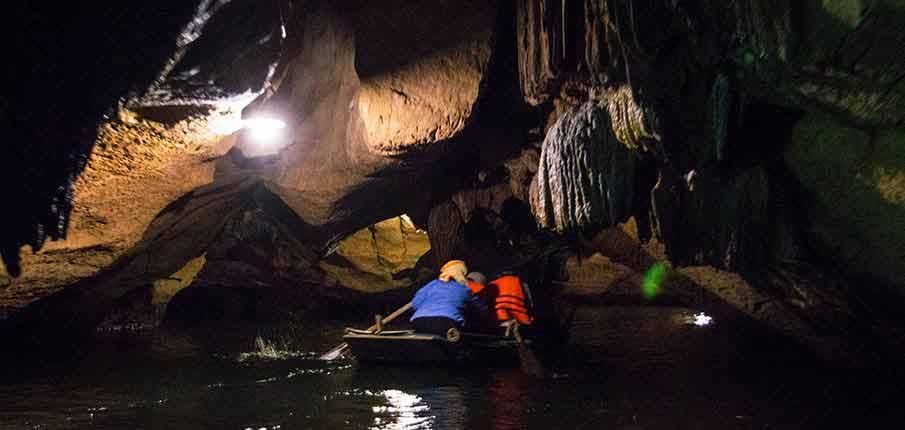 trang-an-landscape-complex-cave2