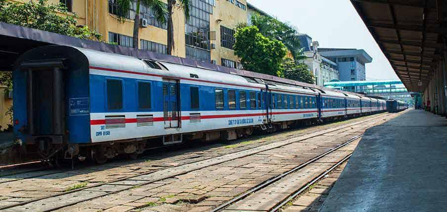 train-hanoi-railway-station-vietnam