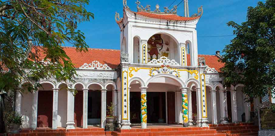 quan-lan-island-vietnam-temple