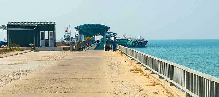 co-to-island-port-boat-vietnam