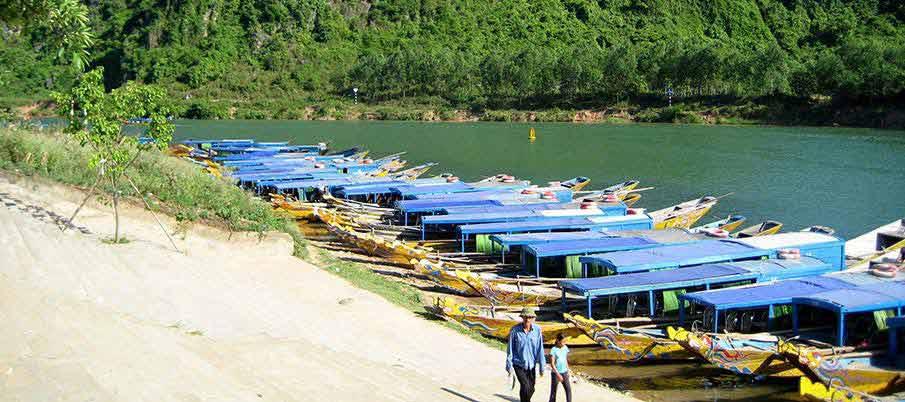 phong-nha-ke-bang-boats-vietnam