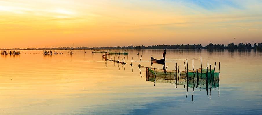 lake-fisherman-hue-vietnam