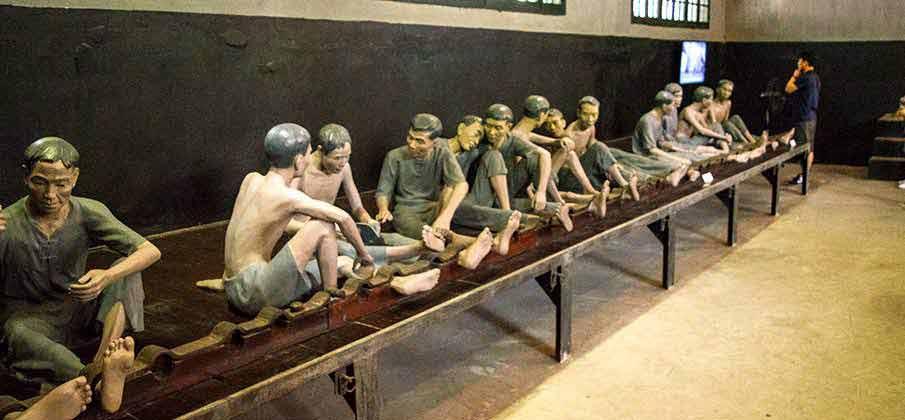 hoa-lo-prison-museum-hanoi